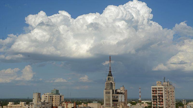 Pronóstico del tiempo: será una sábado agradable, algo nublado y con nevadas en cordillera