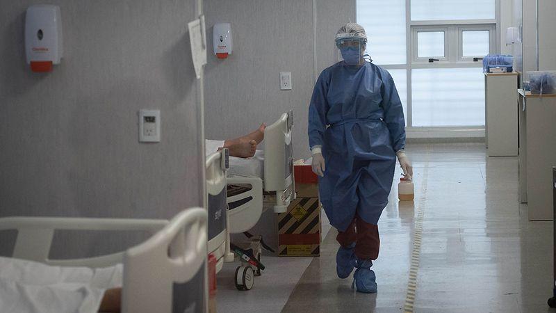 """""""Efecto fase 1"""": hubo una leve baja de contagios de Covid y de ocupación de camas de terapia en Mendoza"""