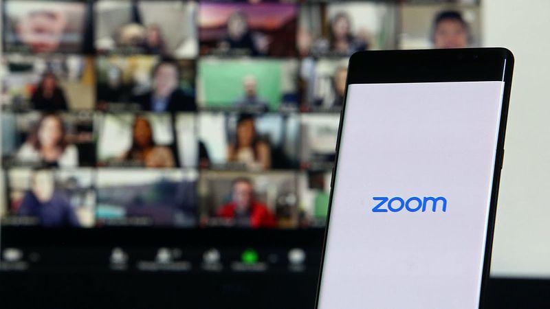 Viral: una enfermera exhibió por error el trasero de su paciente durante una audiencia judicial por Zoom