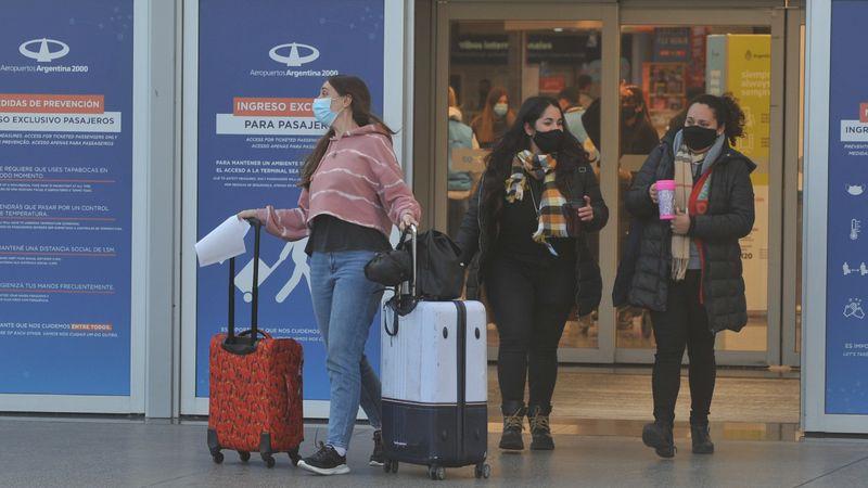 Vuelos al exterior: las aerolíneas aún no tienen autorizaciones para agosto y se estima que hay 14 mil varados