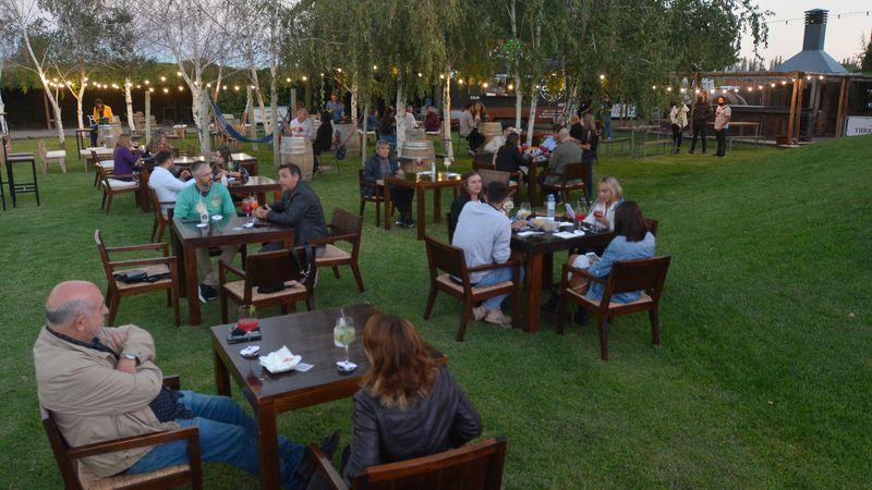 WineSunset de Guarda 14: mendocinos disfrutaron de un hermoso atardecer en Bodega Tierras Altas
