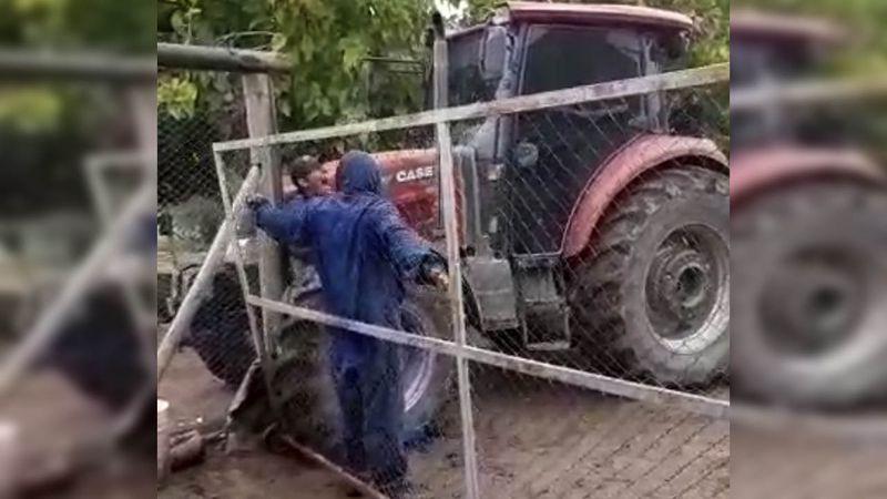 Video: el dueño de una finca en Maipú atropelló al contratista con un tractor tras un reclamo de dinero