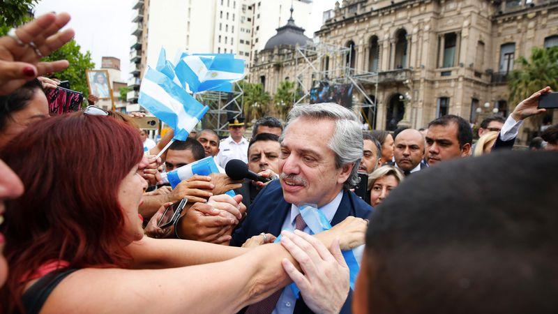 Fernández se rodeó de peronistas e invocó al ex presidente Alfonsín