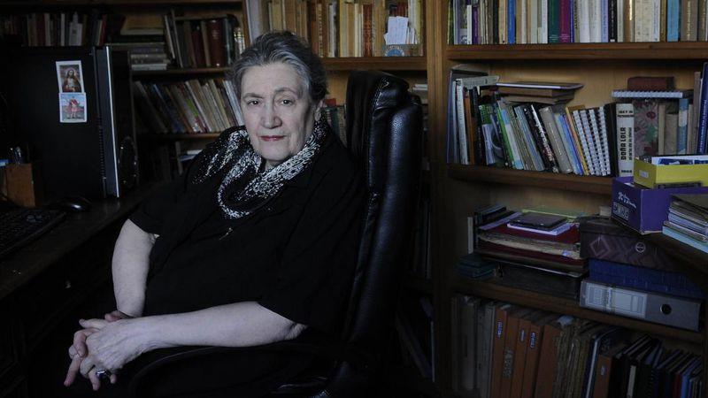 """Un traje de raso azul"", la columna de Cristina Bajo"