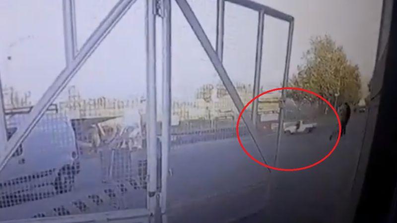Video: una policía se colgó de un auto para evitar que escapara y la arrastraron 4 cuadras