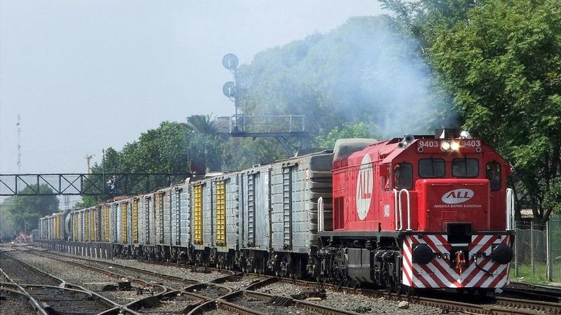 Renovarán con financiamiento chino las vías del tren San Martín