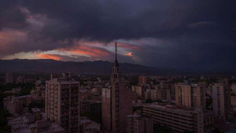 Alerta por viento Zonda y fuertes tormentas con granizo en zonas de Mendoza: cómo estará el domingo