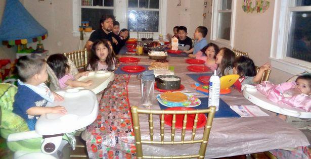 La familia tiene en total 17 miembros y esperan al número 18. Foto Mirror.