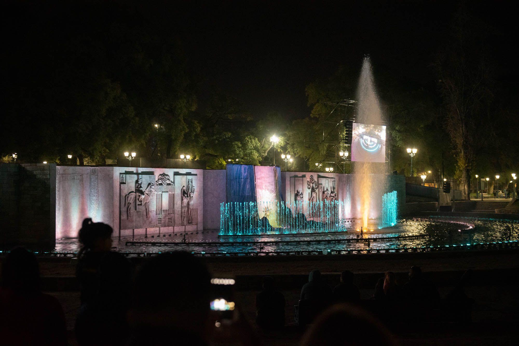 Renovada fuente de la Plaza Independencia
