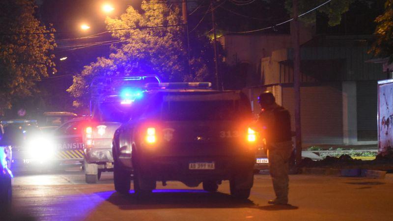 Discutió con su familia, llamaron a la Policía y se atrincheró con un cuchillo en Guaymallén