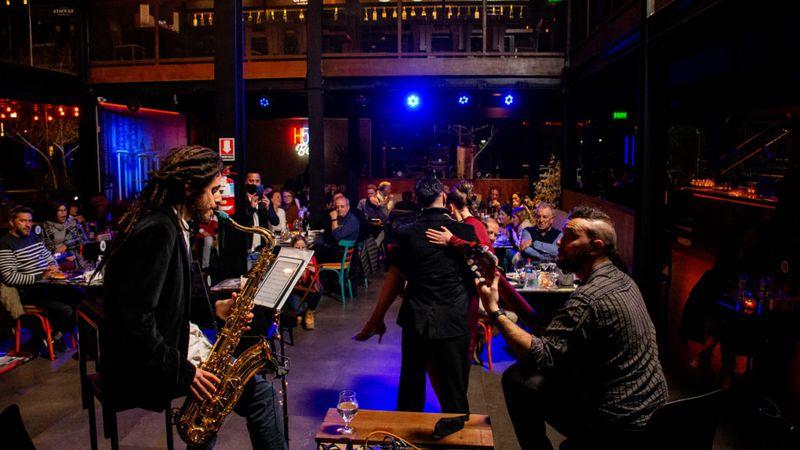Ganate una cena para dos y disfrutá del mejor Jazz y Tango en en H52 Brewhouse