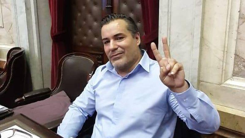 Quién es Juan Emilio Ameri, el diputado que protagonizó un escándalo sexual  en plena sesión virtual