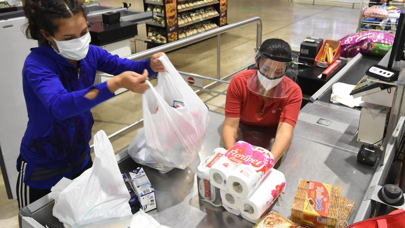 Vacunarán contra el coronavirus a empleados de los supermercados en Mendoza