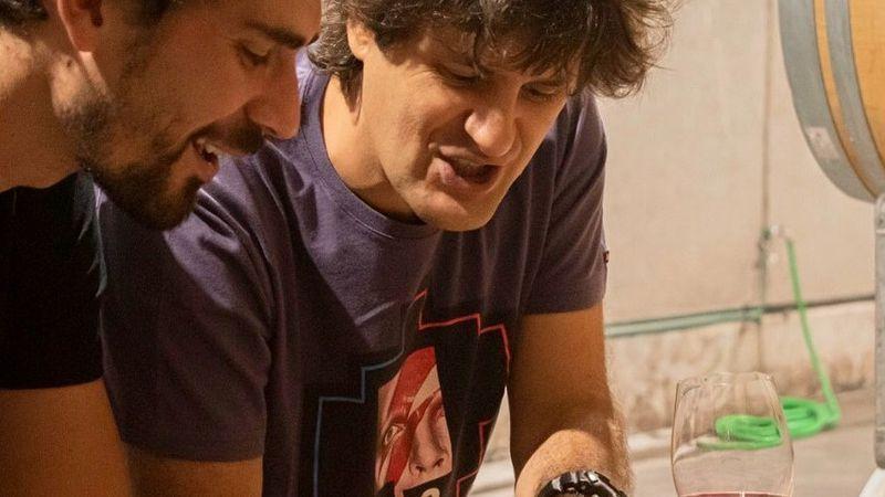 Video: el músico Andrés Ciro Martínez contó en medio de un show cómo nació su vino mendocino