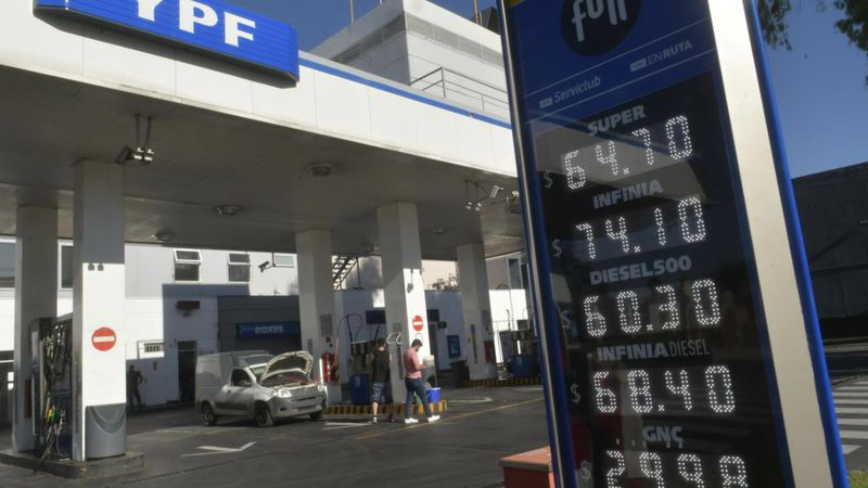 YPF volvió a subir el combustible: de cuánto es el aumento y cómo lo justificó la empresa
