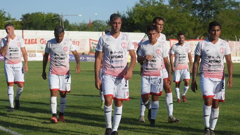 Torneo Federal A:  Huracán Las Heras no pudo con el líder y cayó en su estadio por 1-0 ante Deportivo Madryn