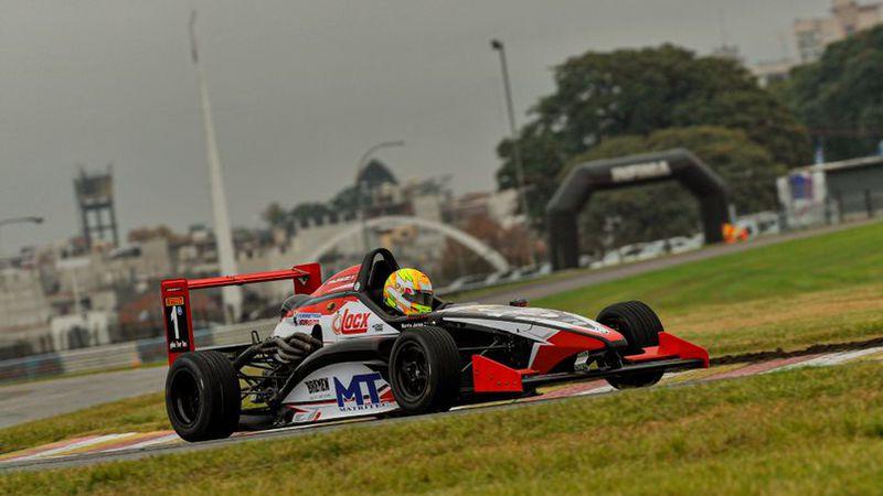 Jorge Barrio se impuso en una carrera accidentada