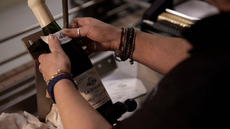 Una impresionante colección de vinos fue rematada por 10 millones de dólares
