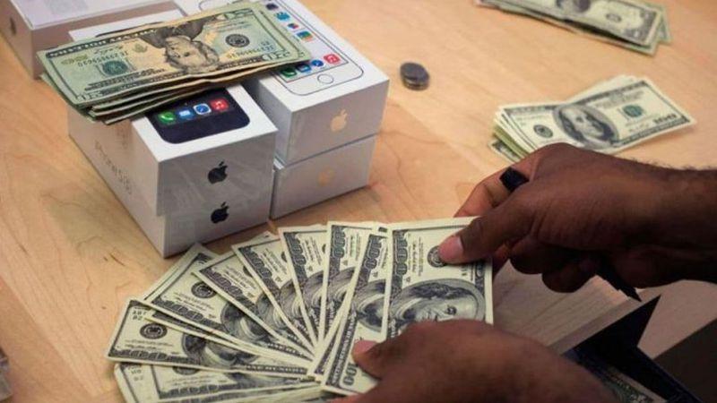 Dólar hoy: el blue volvió a desplomarse y se vende en $167