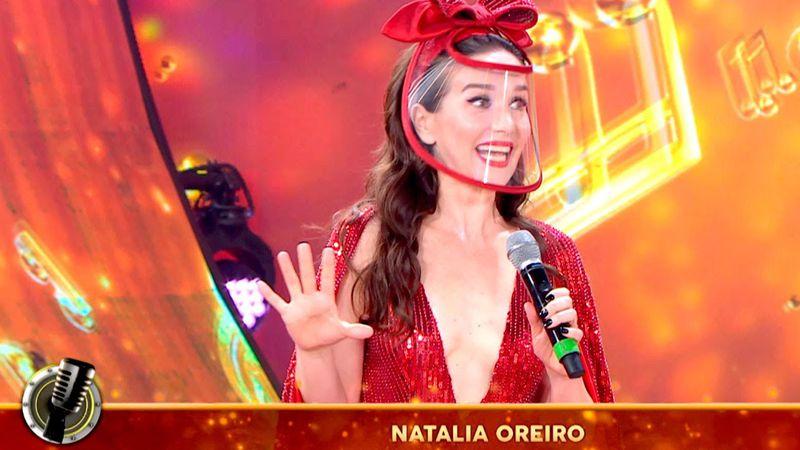 Natalia Oreiro apareció sorpresivamente en el Cantando 2020 con una máscara de alta costura