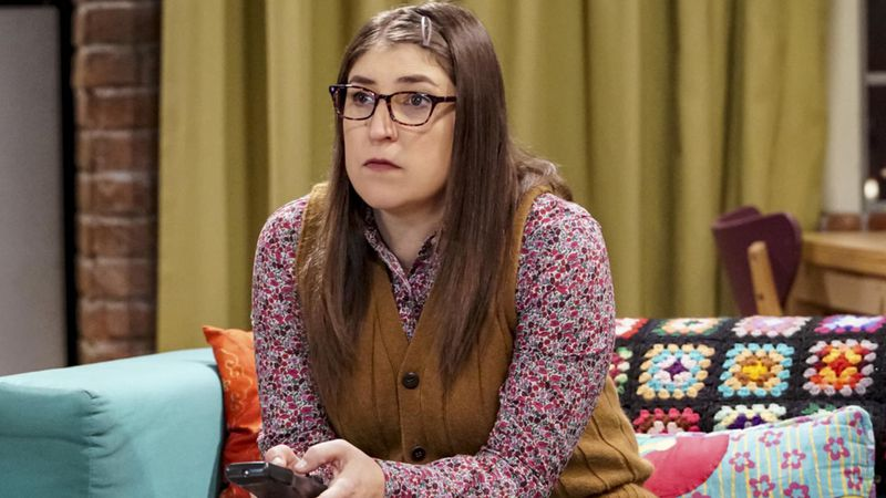 """Nada de nerd, la actriz Mayim Bialik de """"The Big Bang Theory"""" es una bomba sexy"""