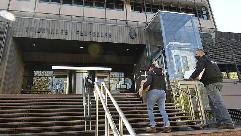 Caso Bento: una imputada que habría pagado 40 mil dólares en sobornos está prófuga en Chile y pide su libertad