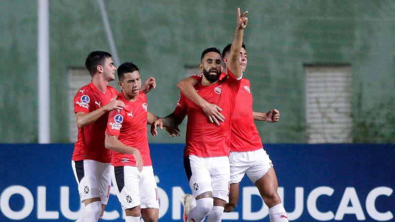 Después de la odisea, sin DT y con ocho jugadores menos, Independiente igualó ante Bahía en Brasil