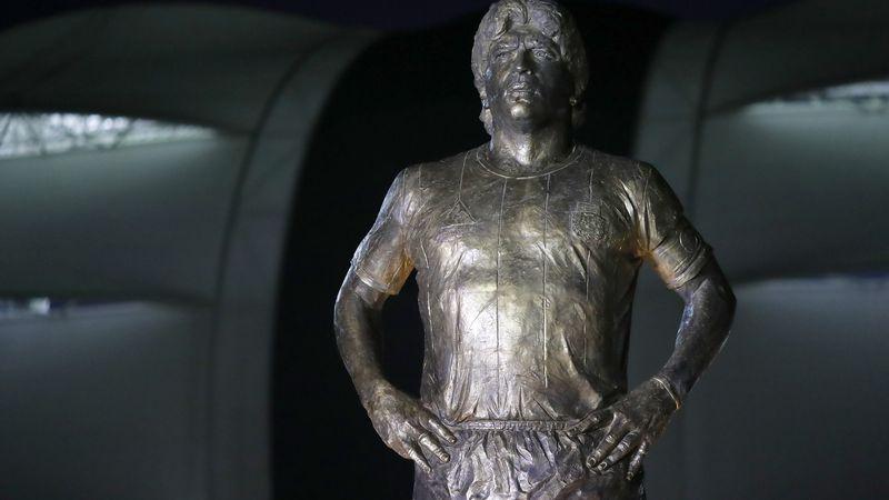 Los mejores del mundo: ¡Messi inauguró la enorme estatua de Maradona en Santiago del Estero!