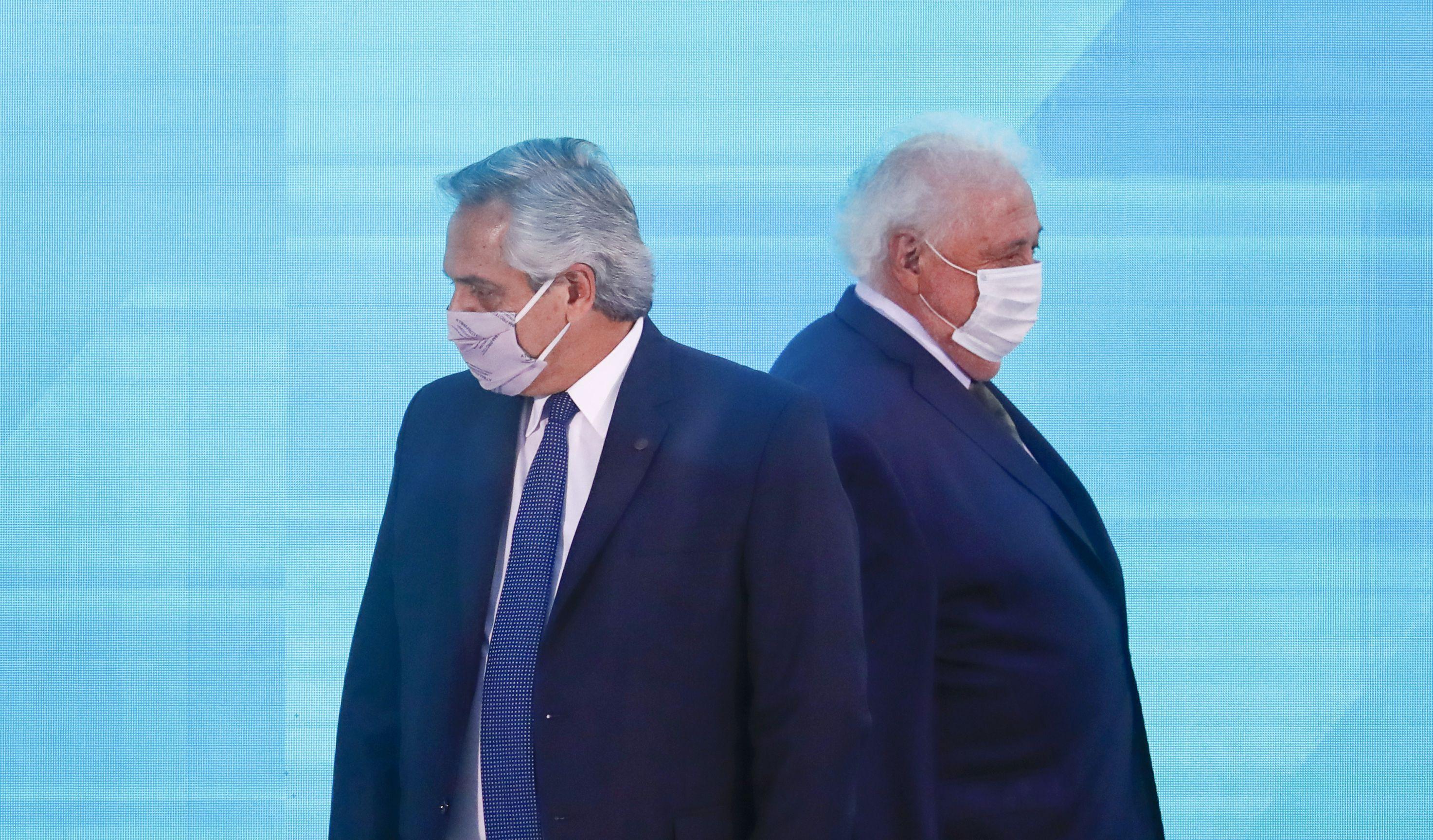 El presidente Alberto Fernández, junto al exministro de Salud, Ginés González García. /