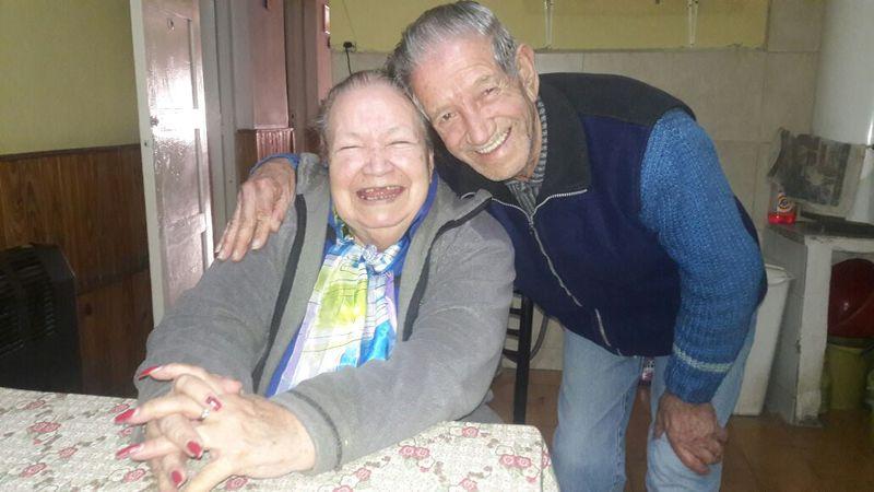 """Yolanda, la """"enfermera del barrio"""" en Luzuriaga cumple 90 años y sonríe; pese a la pandemia"""
