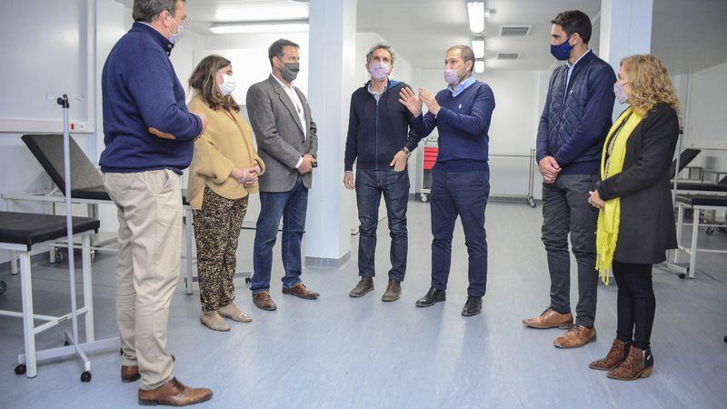 El Ministro Gabriel Katopodis y el Intendente Aveiro visitaron las instalaciones del Micro Hospital COVID 19