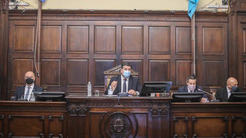 Restricciones legislativas: personal por turnos y chispazos por sesiones semi presenciales