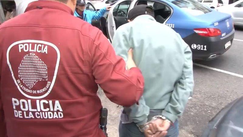 El estremecedor audio de una menor que llamó al 911 mientras ladrones recorrían su casa