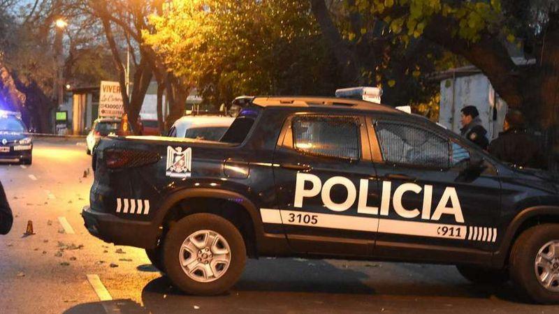 Asaltos en el Gran Mendoza: ladrones robaron en dos comercios y a un conductor lo interceptaron para sacarle el auto