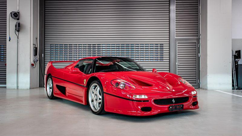 Vettel puso en venta cinco Ferrari
