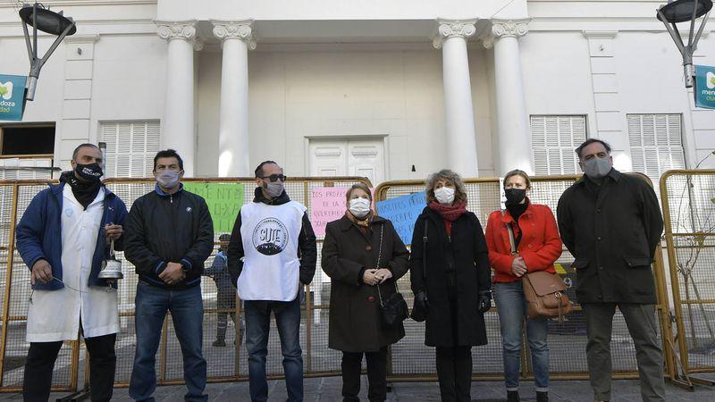 El bono de Suárez para salud vuelve a quebrar a los gremios estatales