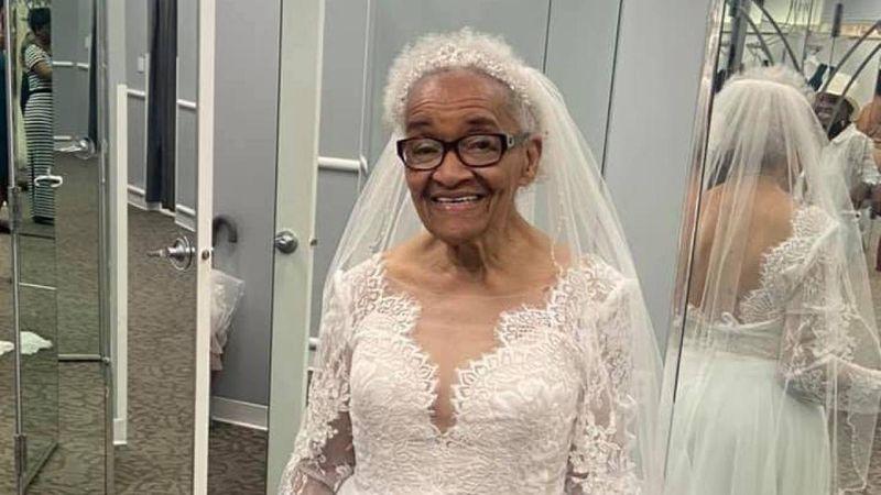 Tiene 94 años, no pudo usar su vestido de novia cuando era joven por racismo y ahora cumplió su sueño