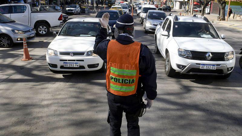 Cómo se rearma la Policía de Mendoza tras sus primeras bajas por el Covid-19