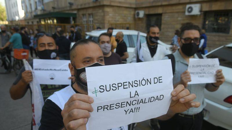 Por la muerte de un docente con Covid, el SUTE convocó a un paro y pide suspender clases presenciales