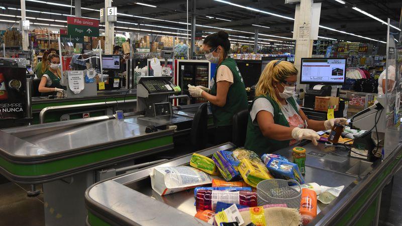 Empleados de supermercados cobrarán bonos de entre 12 y 13 mil pesos por su desempeño durante la pandemia