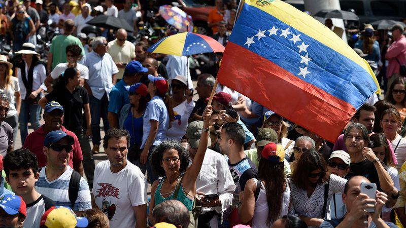Rescate: Estados Unidos prevé inyectar dólares en Venezuela si se da la salida de Maduro