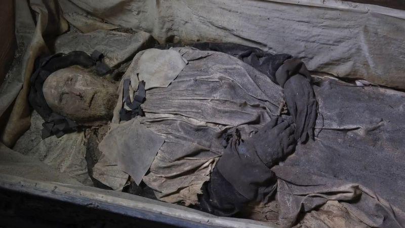 Un obispo del siglo XVII fue enterrado con un feto y los científicos descubrieron el por qué