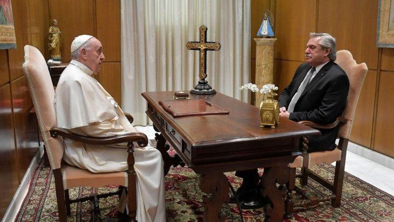 """Fernández se reunió a solas con el Papa en Roma: """"Su idea es apoyarnos en todo"""""""