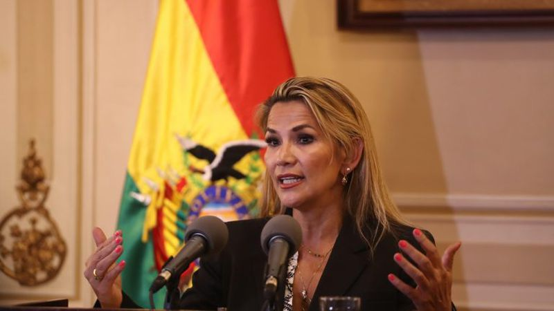 """Ordenan el arresto de la ex presidente de Bolivia, Jeanine Áñez, por el supuesto """"golpe de estado"""" a Evo Morales"""