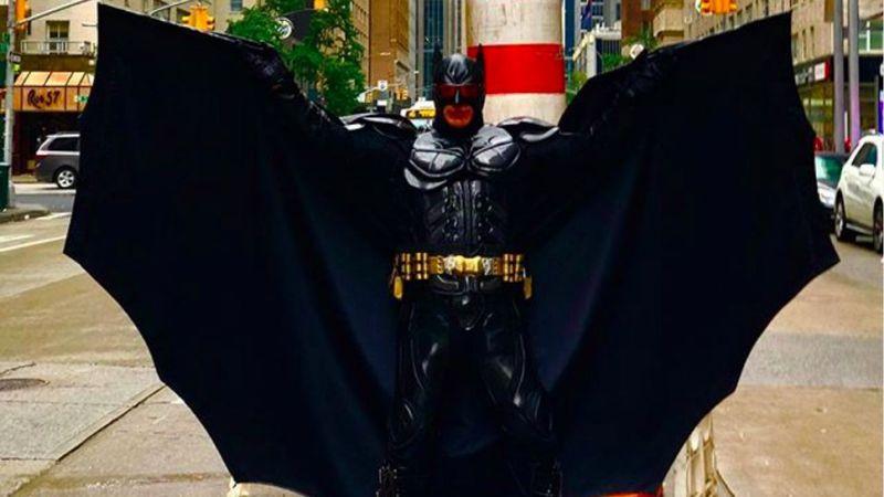 """El """"Batman argentino"""" del Times Square dio una insólita entrevista y lo tildaron de """"sexópata"""""""