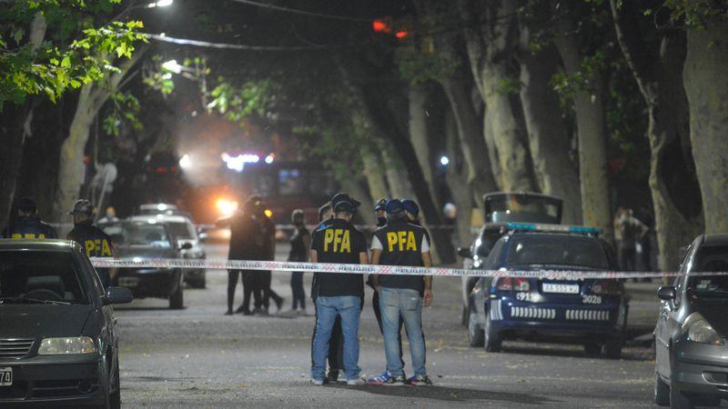 Investigan si la muerte a tiros de un hombre en el centro fue un caso de gatillo fácil