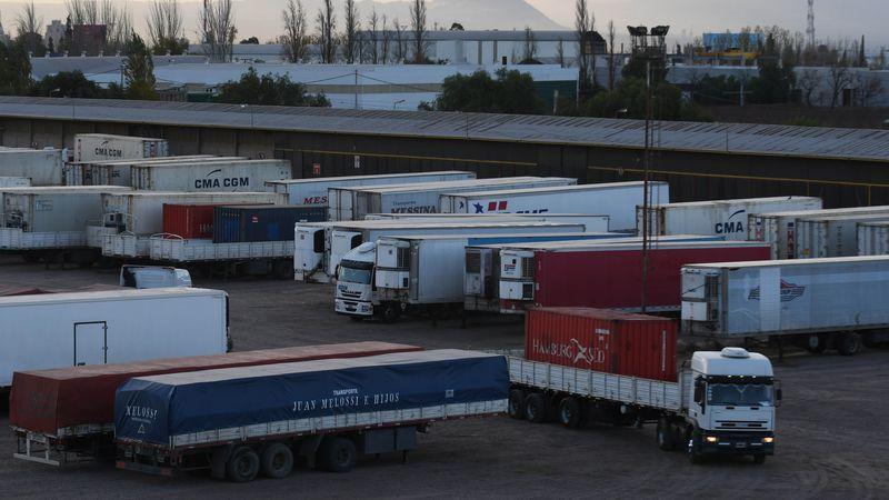 Exportaciones: difícil salida por Buenos Aires y se complica la llegada a Chile
