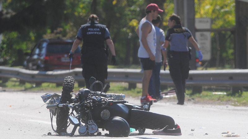 Un joven motociclista falleció en un accidente vial en el Acceso Este