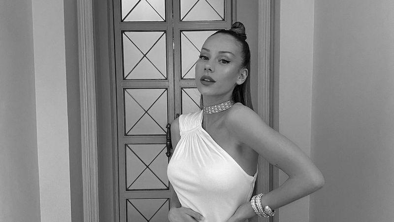 Ester Expósito enloqueció a sus fans con un primer plano de su traje de baño diminuto