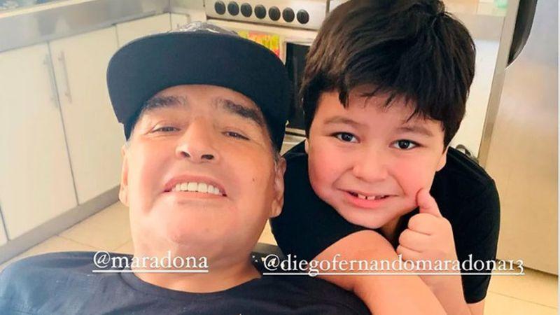 Diego Maradona se instaló en su nueva casa y recibió la tierna visita de su hijo menor